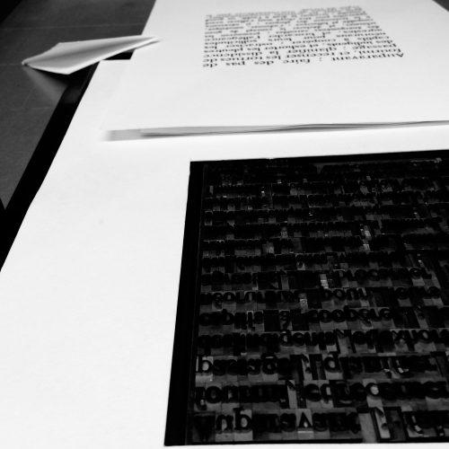 Olivier Moulard, réalisation d'un livre d'artiste, 24 poèmes imprimés et illustrés, typographie et lithographie polyester.